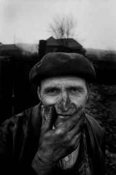 Zahradník, Copsa Mica, Rumunsko 1990 © Antonín Kratochvíl